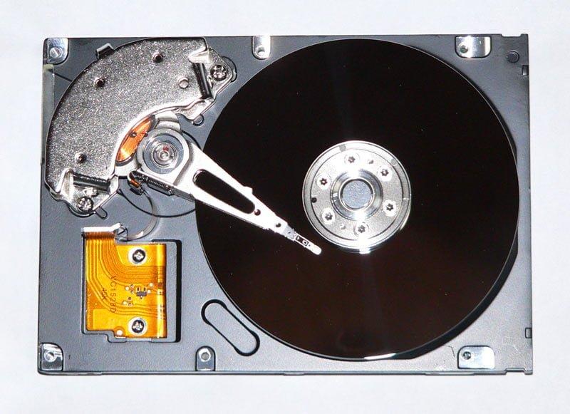 SSDとHDDの違いって何?それぞれのメリット・デメリットを徹底解説! HDDの構造